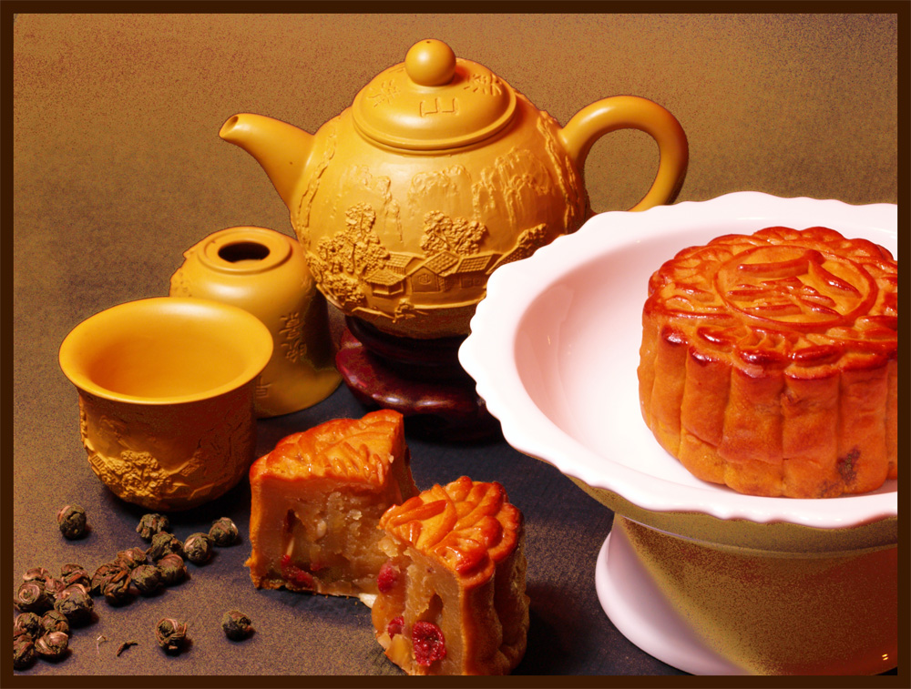 mid autumn festival and moon cakes The mid-autumn festival is a harvest festival  there are four symbols of mid-autumn festival that we have in our hand the moon, the moon cake, the lion (in .
