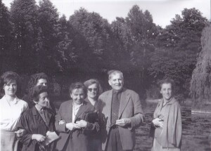 The Central Economics Library keeps all the diploma theses, which according to the study plan from 1961 must be prepared and successfully defended by students in order for them to obtain the title of graduate economist. In the picture: the Central Economics Library staff in Bistra in 1965; among them are Nada Verbič, Krista Levičnik, Zoran Pišl, and Joža Kerin.