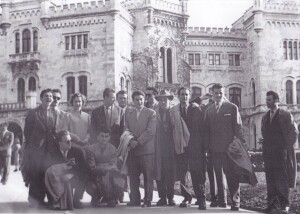 Students of the Faculty of Economics in front of Miramare Castle – on the way to Milan (1956)