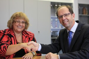 Handover of business from the Dean, Prof. Dušan Mramor, PhD, to the newly elected Dean, Prof. Metka Tekavčič, PhD, on 25 September 2013. Read more >>>