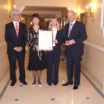 Oktobra 2006 je najpomembnejše evropsko združenje poslovnih šol EFMD Ekonomski fakulteti v Ljubljani dodelilo akreditacijo EQUIS. Na letnem srečanju EFMD-ja v Bruslju leta 2007, je bila fakulteti podeljena tudi plaketa. Slovesnosti so se udeležili prof. dr. Maks Tajnikar, dekan v obdobju pridobivanja akreditacije EQUIS, prodekanja za mednarodno sodelovanje prof. dr. Nevenka Hrovatin, prodekan za znanstveno raziskovalno delo prof. dr. Janez Prašnikar in doc. dr. Tanja Dmitrović, vodja projekta. Preberi več >>>