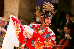 Pekinška opera v izvedbi vrhunske kitajske igralke Yuexin Fan.